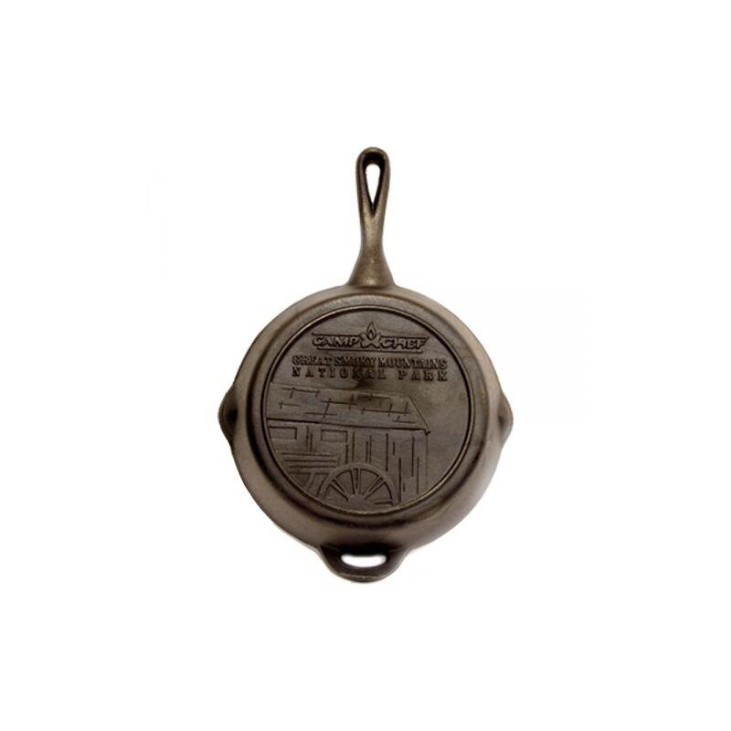 Camp Chef öntöttvas serpenyő, nyéllel, 25 cm